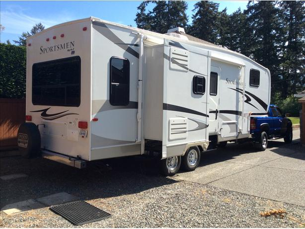 2007 Sportsmen Fifth Wheel Outside Comox Valley Courtenay