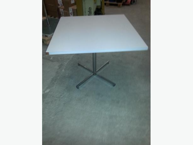 Square table table carr e central ottawa inside greenbelt gatineau - Table carree 120x120 ...