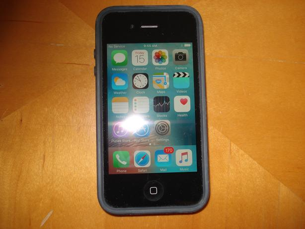 iphone 4s,  in Ex. Cond.   with case & Box. Wall Charger.   Rodgers