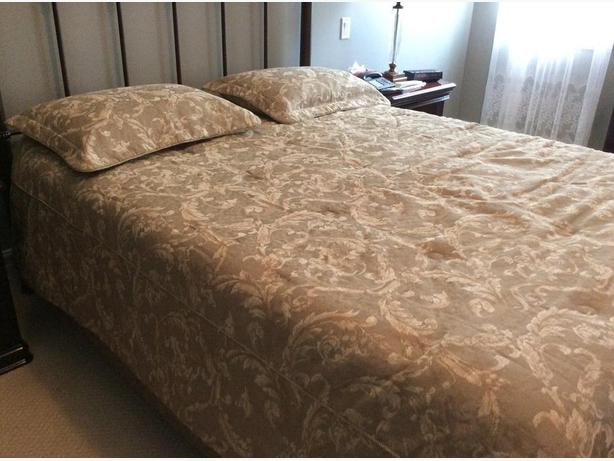 really nice queen size bedspread
