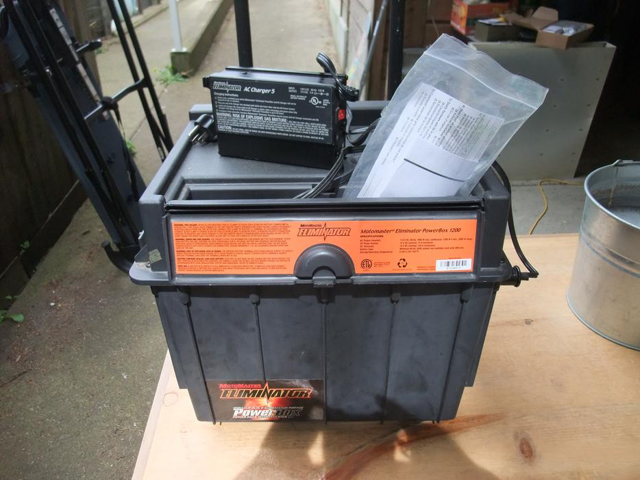 Motomaster Eliminator Powerbox 1200 With Ac Charger Duncan