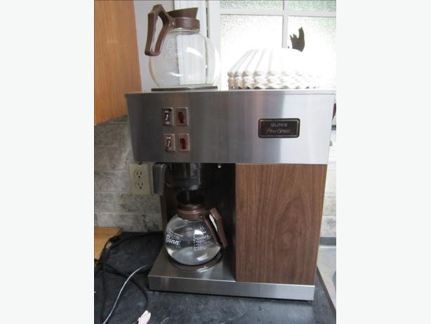 For sale: commercial bunn single warmer pour over coffee machine. BUNN VPR-2GD Cup all ready tested and it works perfectly haven't used it for a while but has been very carefully stored.
