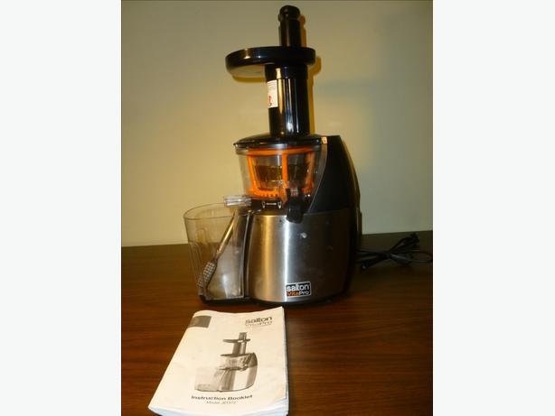 Salton Low Speed Juicer Review : Salton vitaPro Low speed Juicer Saanich, victoria
