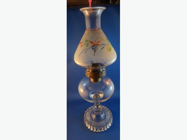 4U2C ANTIQUE OIL LAMP WITH HAND PAINTED FROSTED SHADE