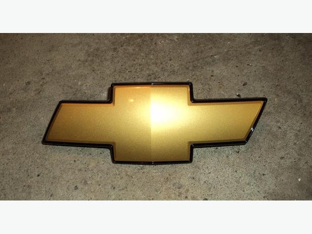 Chrevolet grille emblem