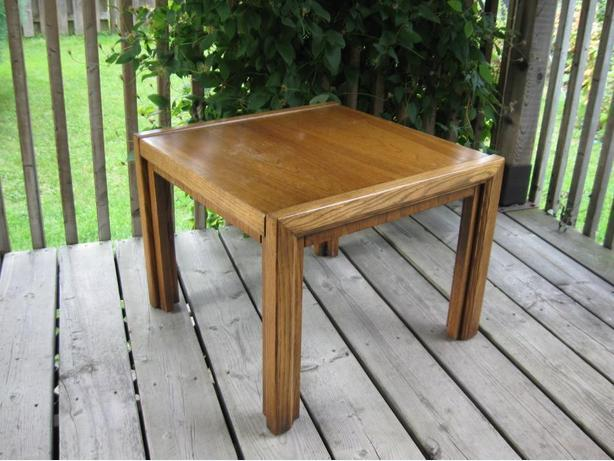 TABLE DE BOUT EN CHÊNE - OAK END TABLE. Nouveau prix. New price.