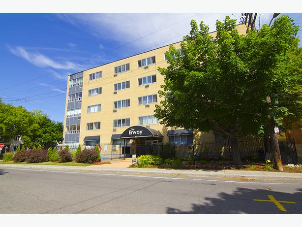 1 BDRM Apt in Centretown- Rooftop Patio, Pool & More!