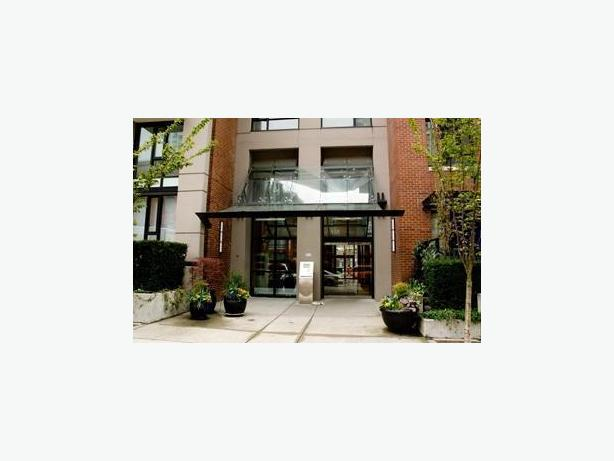 Elegant 2 Bedroom 2 Bathroom Furnished Condo in Yaletown #517