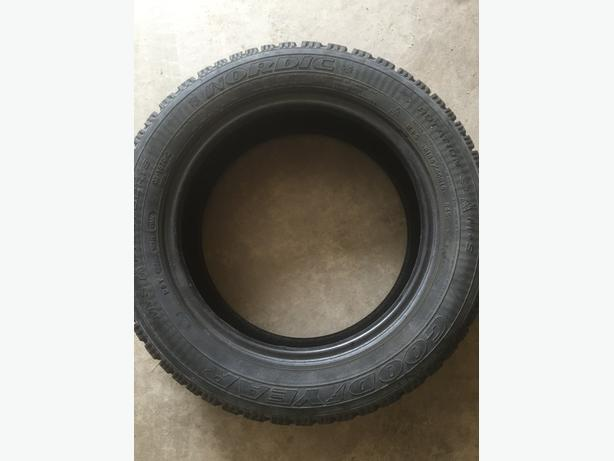 Good Condition 1 winter tire Nordic Goodyear 185/60/15