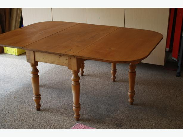 Canadiana Gate Leg Table