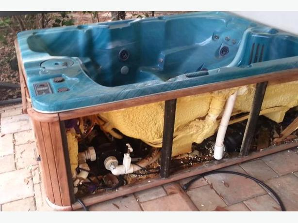 Hot Tub Removal / Disposal Service Nanaimo Parksville Qualicum Ladysmith