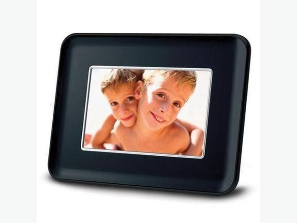 7-inch Mustek PF-A722BM Digital Photo Frame