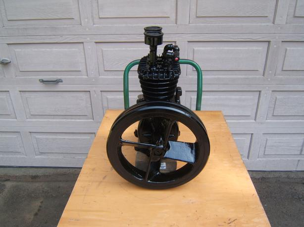 Twin cylinder compressor pump