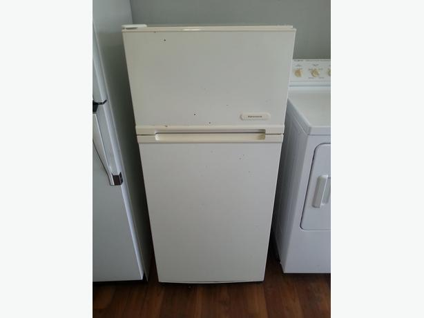 Nice size Kenmore apartment size fridge for smaller places ...