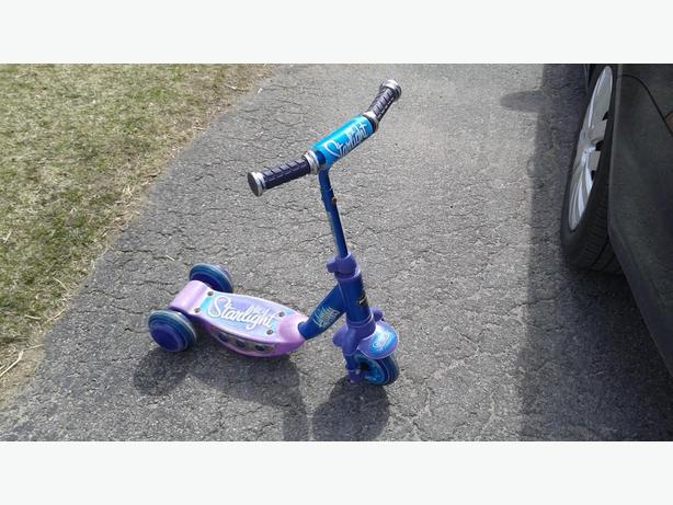 Huffy Starlight 3 wheel scooter
