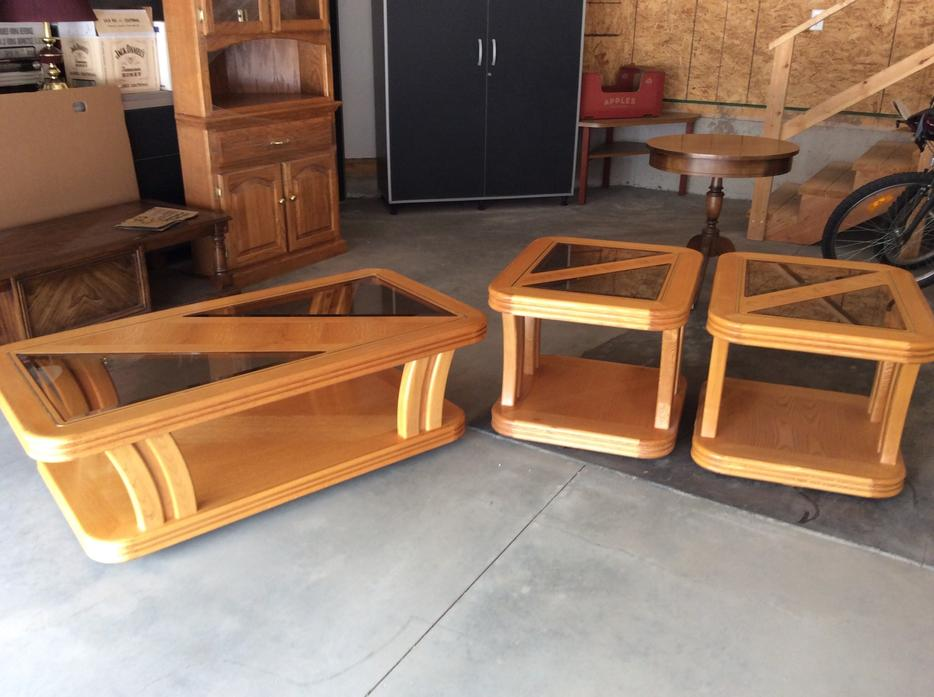 Oak Coffee Table 2 End Tables With Glass Inserts North Regina Regina Mobile
