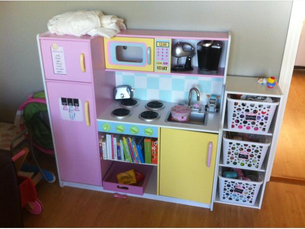 kids craft play kitchen north nanaimo parksville qualicum