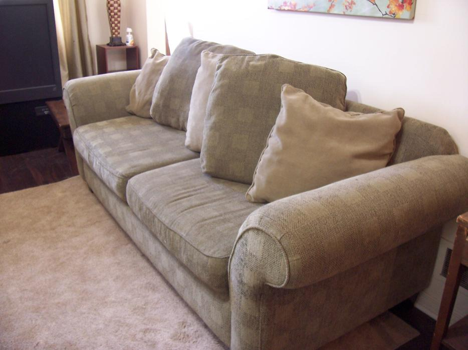super comfy large green bauhaus sofa for sale delivery available gloucester ottawa. Black Bedroom Furniture Sets. Home Design Ideas