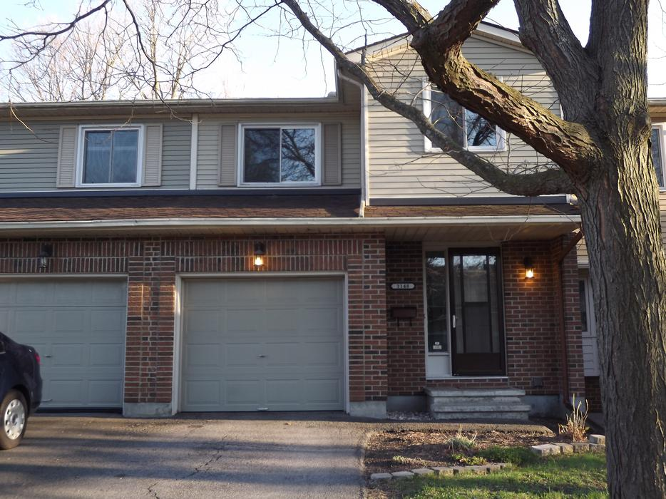 Beautifully renovated townhome in orleans orleans ottawa for Garage ad orleans