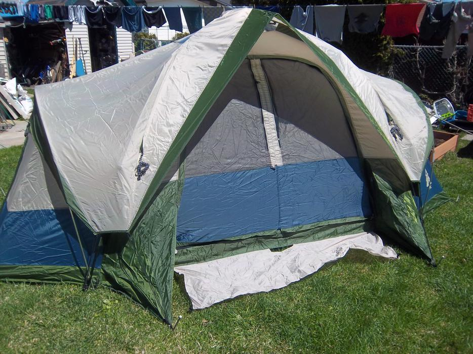 & Woods 6 person Easy set up 2 room tent NEW Orleans Ottawa