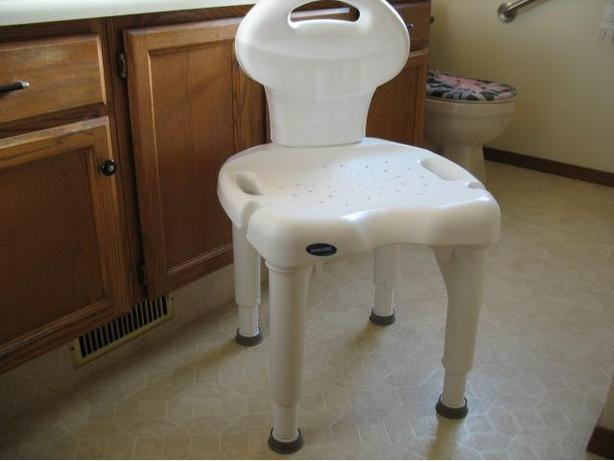 VERY CLEAN INVACARE I-FIT HEAVY DUTY BATH OR SHOWER CHAIR FOR SALE