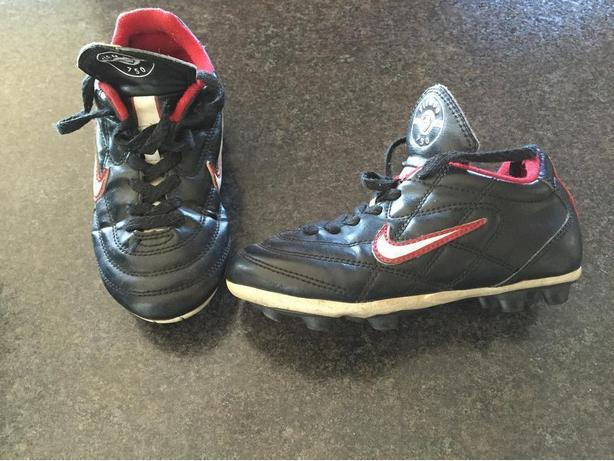 Nike soccer cleats - Childs size: 11.5