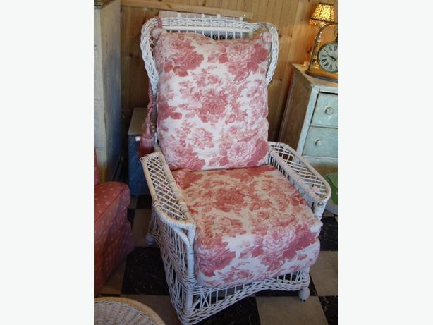 Beautiful Vintage White Reclining Real Wicker Chair & Pink Cushions