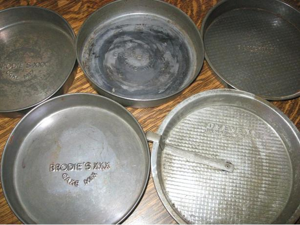 Five vintage cake tins