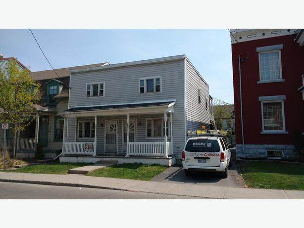 3 Bedroom Byward Market Apartment All Inclusive 112