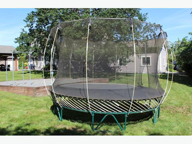Springfree trampoline for mr fixit north saanich sidney for Springfree trampoline
