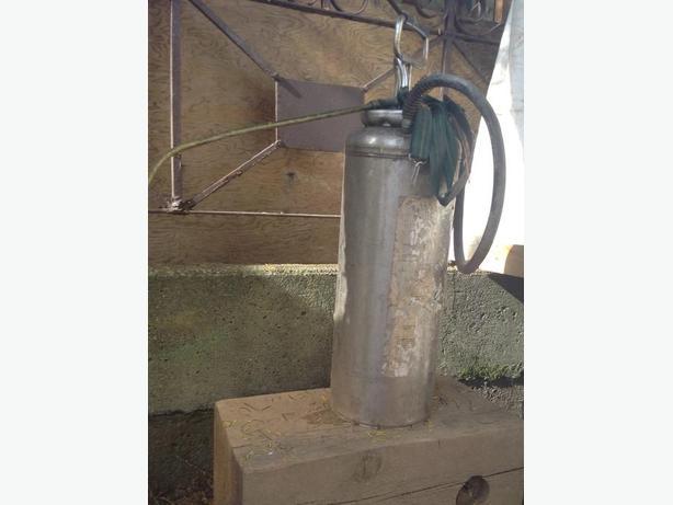 Concrete form sprayer