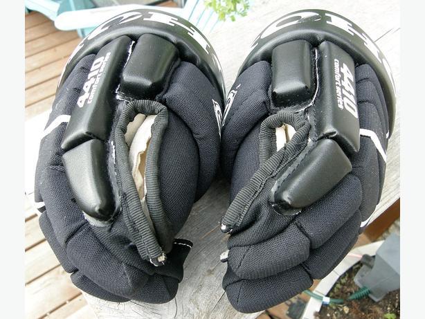 """Kids KOHO 4410 11"""" Hockey Gloves VGC"""