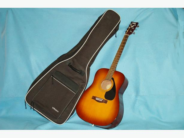 Yamaha Acoustic guitar with gig bag