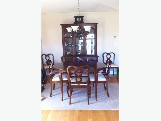 Gibbard Chantilly 6 person dining room set with buffet and  : 53019315614 from www.usedkingston.com size 614 x 461 jpeg 24kB