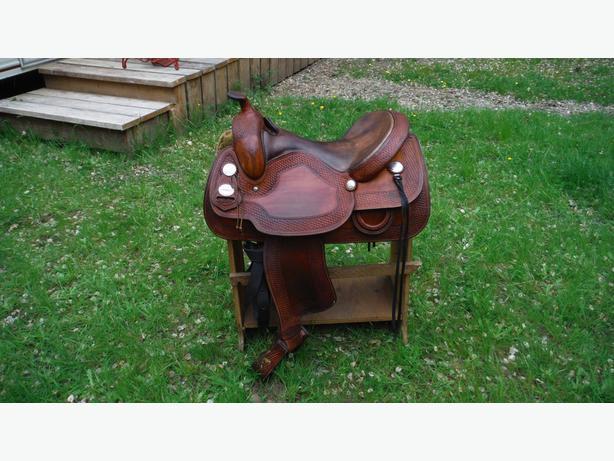 "Crates Saddle 15"" seat"