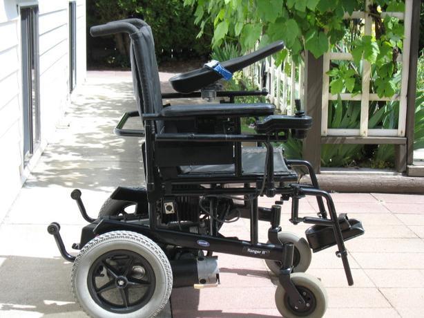 Invacare ranger ii power wheelchair for sale kelowna okanagan for Motorized chairs for sale