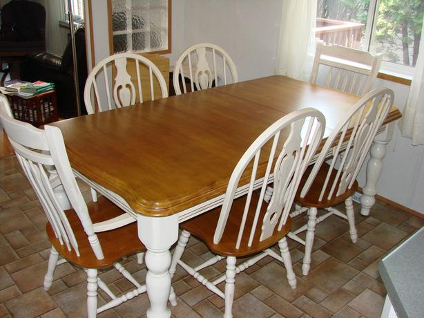 Dinning room/kitchen table and chairs