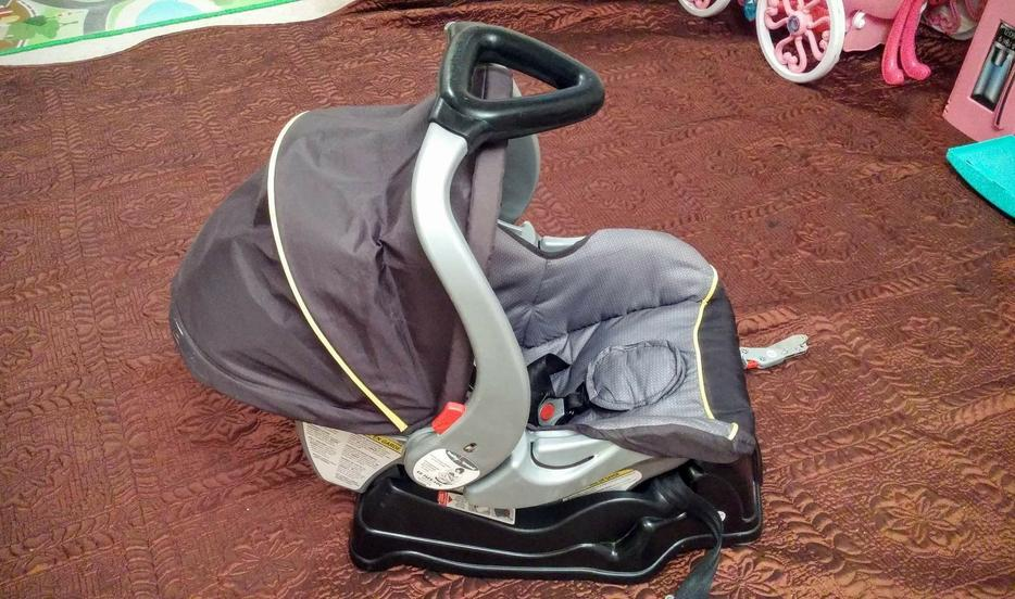 baby trend car seat with base east regina regina mobile. Black Bedroom Furniture Sets. Home Design Ideas