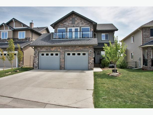 Fabulous Home in Crystal Green Backing Onto & Facing Golf Course