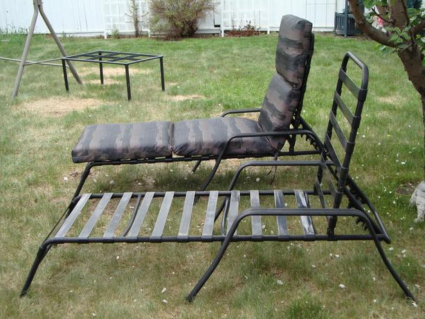 Outdoor chaise lounges north regina regina mobile for Black metal chaise lounge outdoor