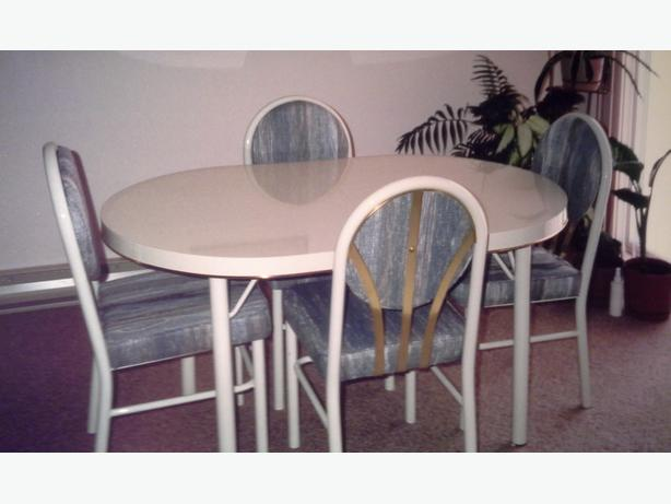 Kitchen table and 6 chairs central nanaimo parksville for Very small kitchen table sets
