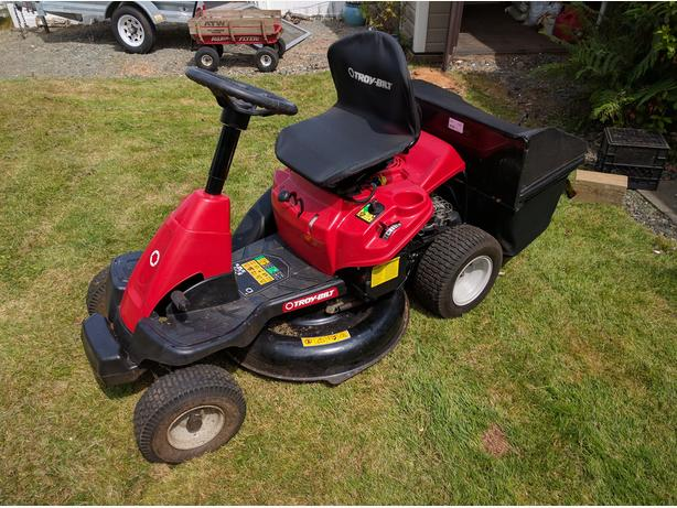 30 Inch Lawn Garden Tractor Troybuilt With Twin Bagger