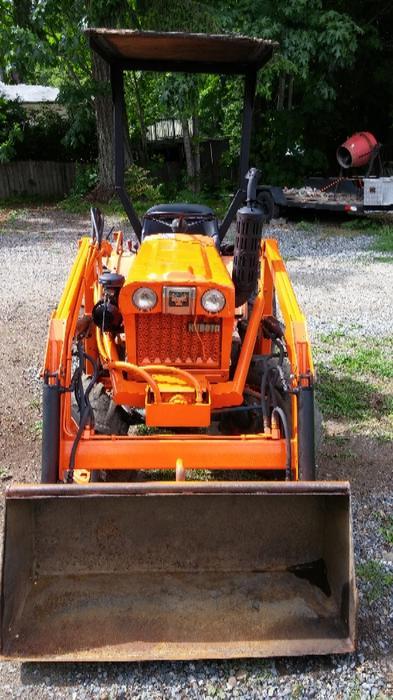 Kubota B7100 Loader : Kubota b diesel tractor with loader central