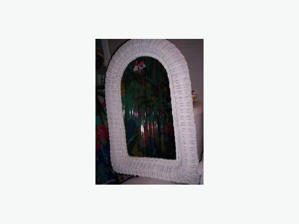 Mirror White Wicker Frame Oval Top Shape