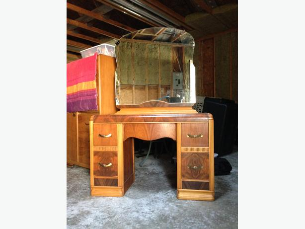 Antique Dressing Table w/mirror