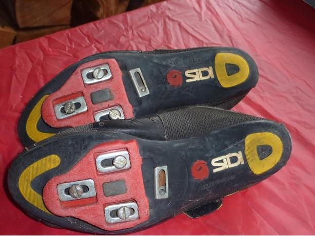 Sidi Cycling cleats (road bike shoes) & neoprene shoe covers