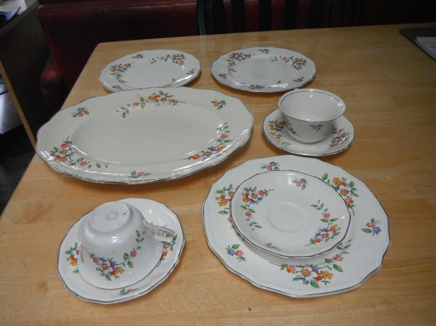 9 pce. Alfred Meakin china set