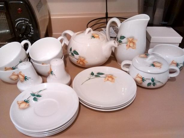 WANTED: Golden Glory tableware