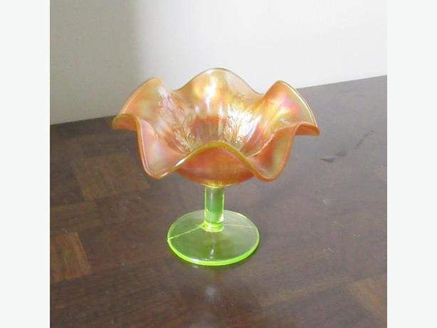 RUFFLED CARNIVAL GLASS DISH WITH VASELINE GLASS BASE