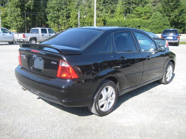2005 ford focus zx4 st sporty manual leather interior 2 3 l engine outside comox valley. Black Bedroom Furniture Sets. Home Design Ideas